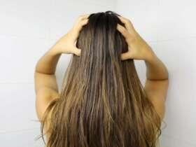 kobieta stosuje olejowanie włosów
